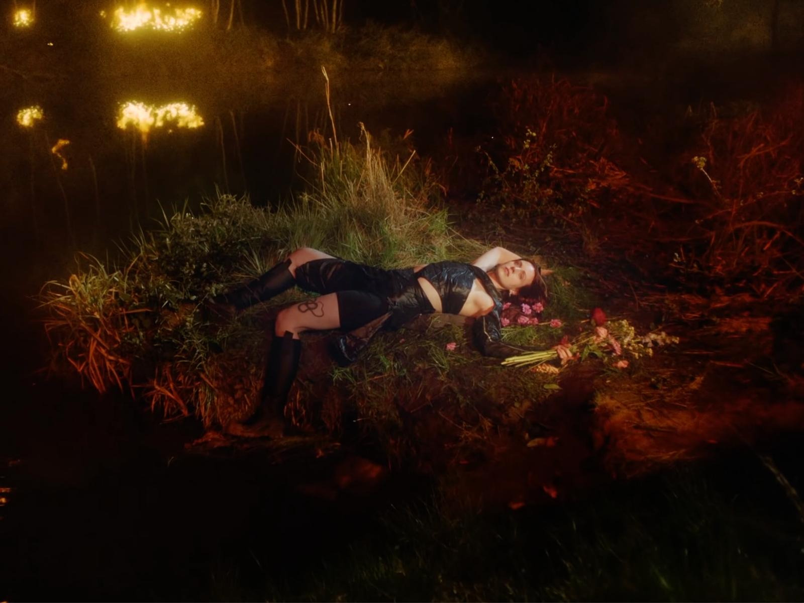 "MØ ""Live to Survive"""